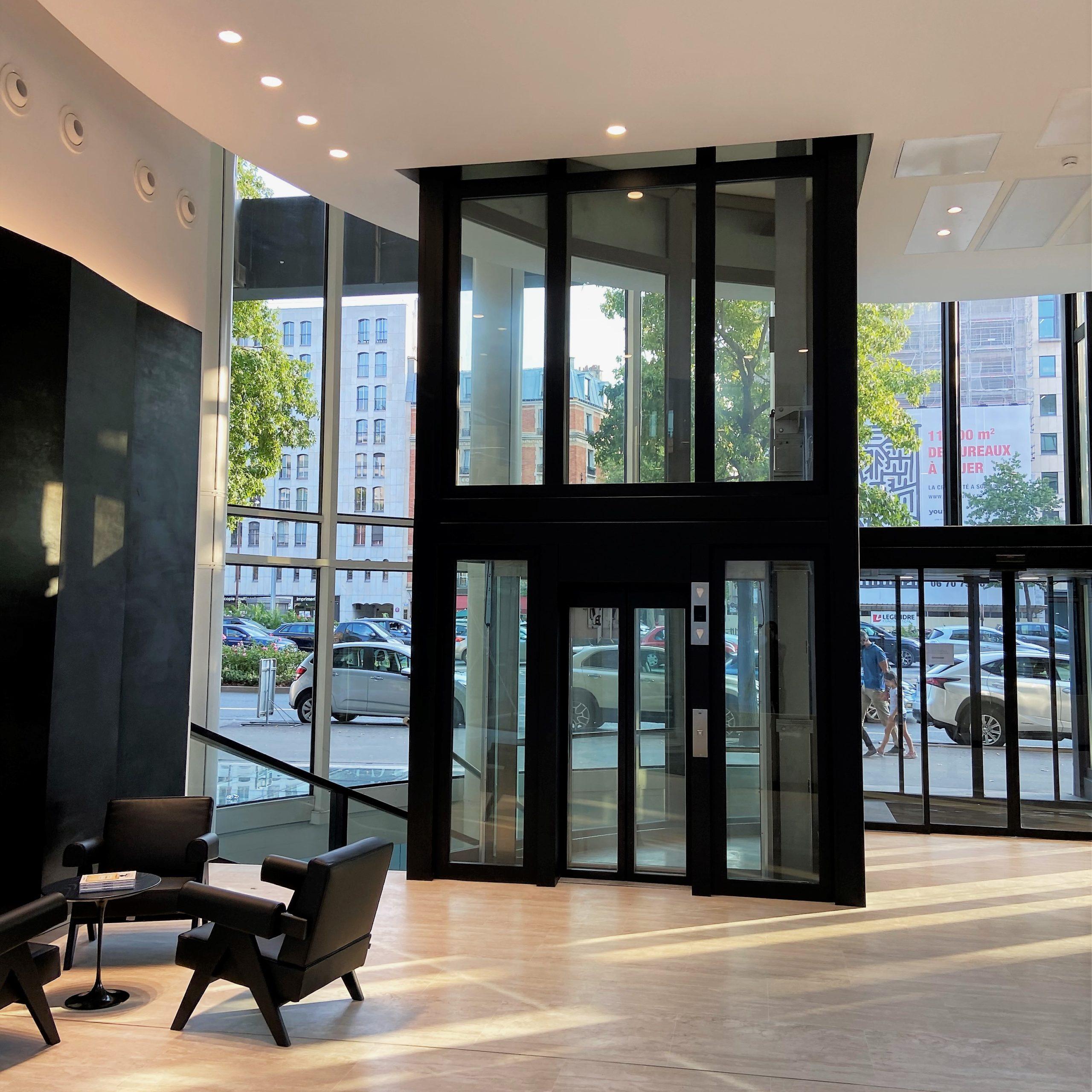 châssis de baies vitrés sur ascenseur panoramique - peinture électrostatique
